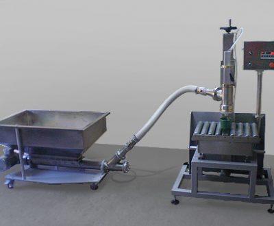Sistemul semi-automat de umplere prin dozarea greutatii.